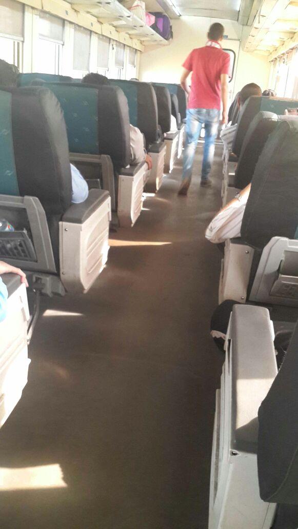 ركاب قطار 986 المتجه للصعيد يشكون ارتفاع درجة الحرار«التكييف بايظ » (صور)