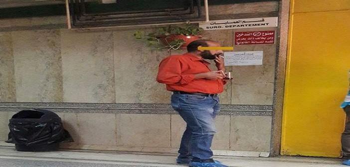 مستشفى قصر العيني| عامل يدخن السجائر أمام غرفة العمليات رغم منع التدخين
