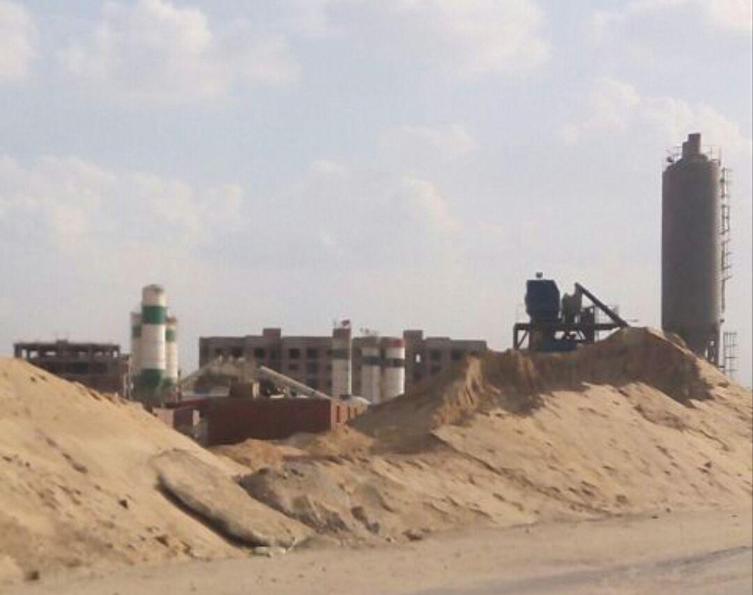 سكان دار مصر بالبعور يطالبون بإبعاد معدات البناء عن الكتلة السكنية (صور)