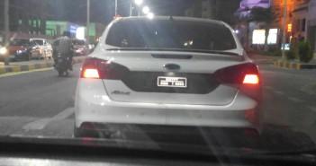 صورة | سيارة بلوحات معدنية مخالفة تتجول بشوارع الغردقة