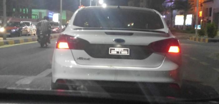 🚦صورة | سيارة بلوحات معدنية مخالفة تتجول بشوارع الغردقة