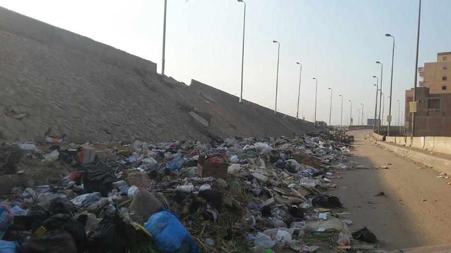 أهالي «كفر طهرمس» يشكون انتشار القمامة ومواقف السيارات العشوائية بالمنطقة (صور)