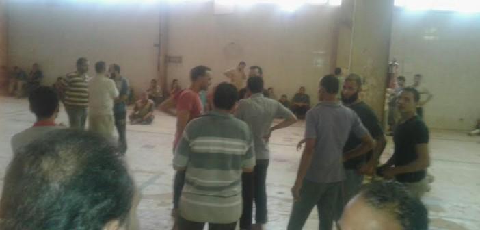 إضراب عمال مصنع للسيراميك بالعاشر من رمضان لعدم صرف الأرباح (صورة)