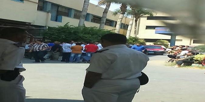 بالصور.. وقفة احتجاجية لعمال المطابع الأميرية للمطالبة بالأرباح السنوية