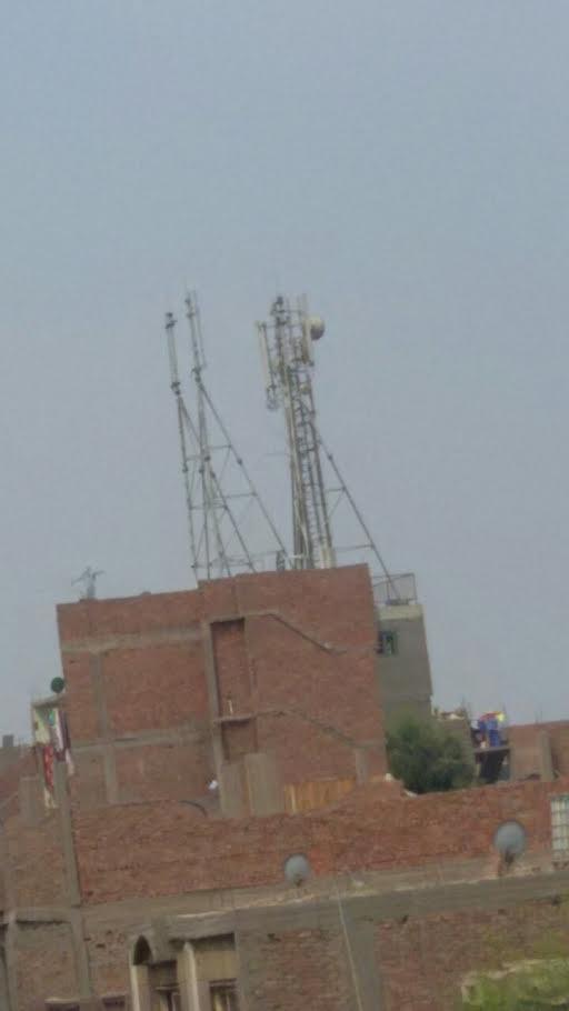 انقطاع خدمات الاتصالات بمناطق في «الدويقة» بعد إزالة أحد شبكات المحمول