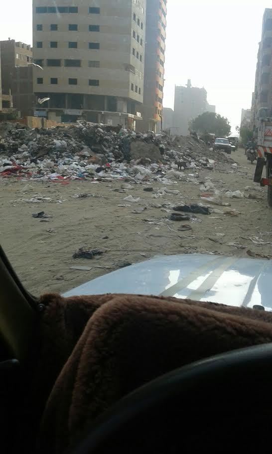 من الطالبية للمريوطية القمامة تحاصر الطريق الدائري (صور)