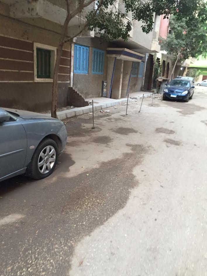 مواطن يشكو إغلاق أحد شوارع الهرم من قبل السكان لركن سيارتهم (صور)
