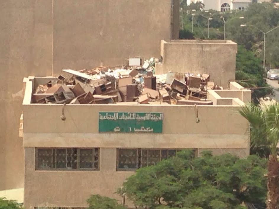 عادتها ولا هتشتريها.. أسطح المؤسسات الحكومية..«مخازن ورق وخشب»(صور)