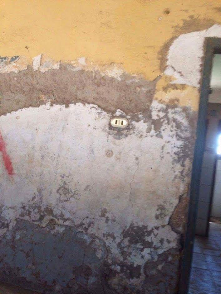أهالي «العمارنة بسوهاج »: مدرسة القرية آيلة للسقوط وتهدد حياة الطلاب (صور)