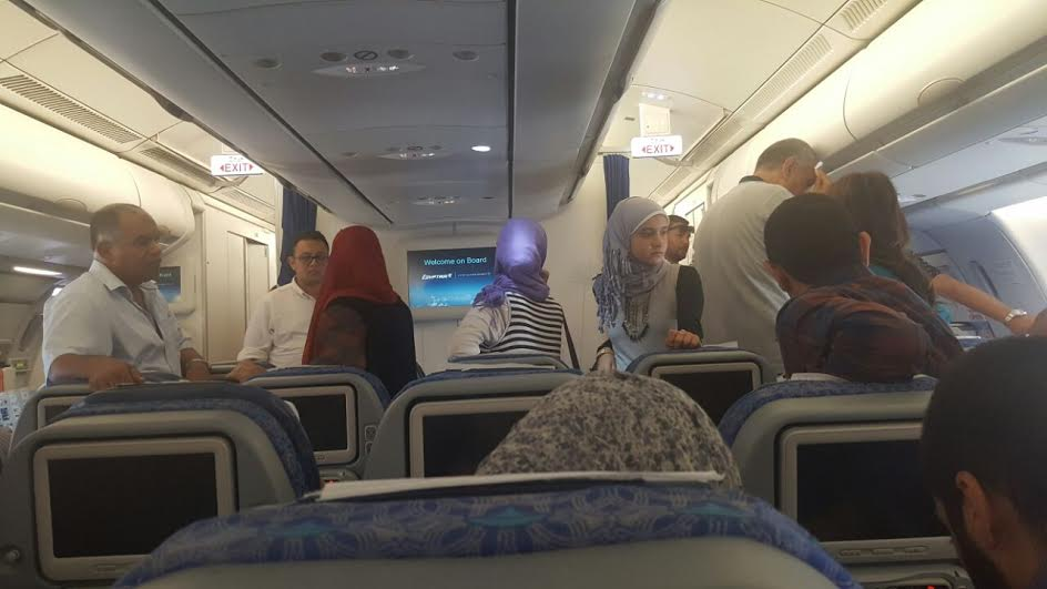 صور.. تدافع وإغماء بعد الإشتباه فى وجود قنبلة لى طائرة متجهة لـ«باريس».. «ومصر للطيران» تنفي