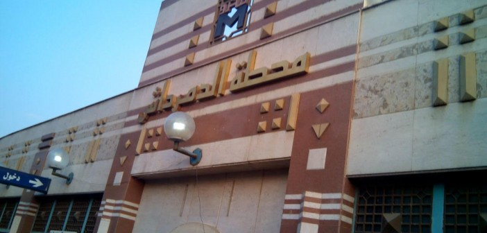بالصور.. أعمدة الإنارة بمترو الدمرداش مضاءة في عز النهار