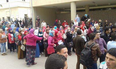 طلاب معاهد التمريض يتظاهرون أمام التعليم العالي لعودة التوزيع الجغرافي