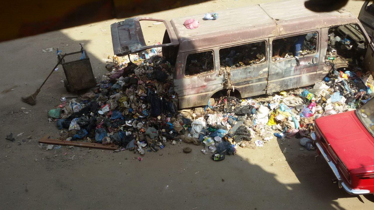 قمامة في شوارع الورديان غرب الإسكندرية.. ومواطنة: «مش عارفين نقعد في البيت»
