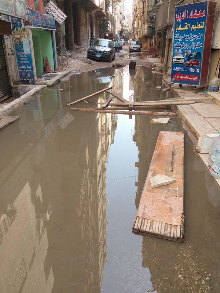 غرق بيوت ومحل تجاري في مياه المجاري بالهرم (صور)