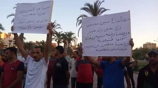 متقدمون لوحدات الإسكان الاجتماعي يتظاهرون في بورسعيد لتسلم شققهم (صور)