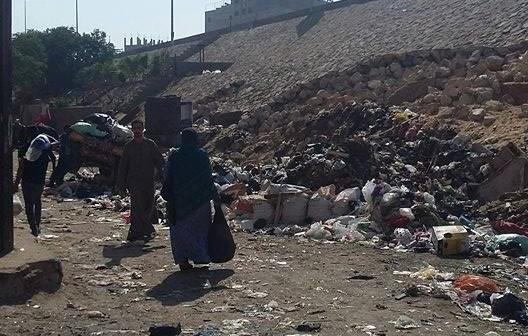 📸تراكم القمامة عَ الدائري قرب ناهيا بالجيزة (صور)