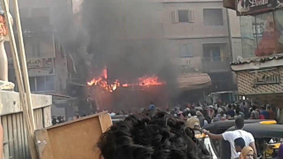 بالصور.. حريق هائل يلتهم أحد محلات ميدان بهتيم في شبرا الخيمة