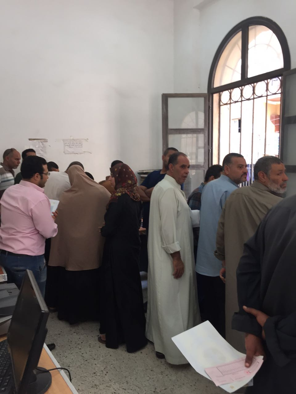 معاناة مواطني ههيا في مكتب للشهر العقاري: موظف واحد ينهى أوراقنا