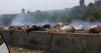 انتشار القمامة على جانبي طريق الزقازيق ـ ميت غمر