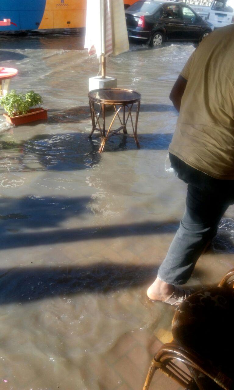 الإسكندرية| غرق شوارع في شاطىء النخيل في مياه الصرف (صور)