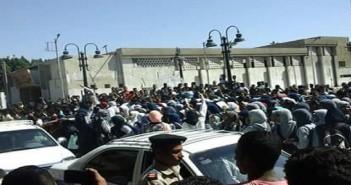بالصور.. مظاهرات لطلاب الثانوية في قنا للمطالبة بعودة الدروس الخصوصية