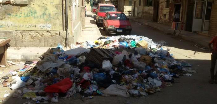 قمامة في شوارع الورديان بالإسكندرية.. ومواطنة: «مش عارفين نقعد في البيت»