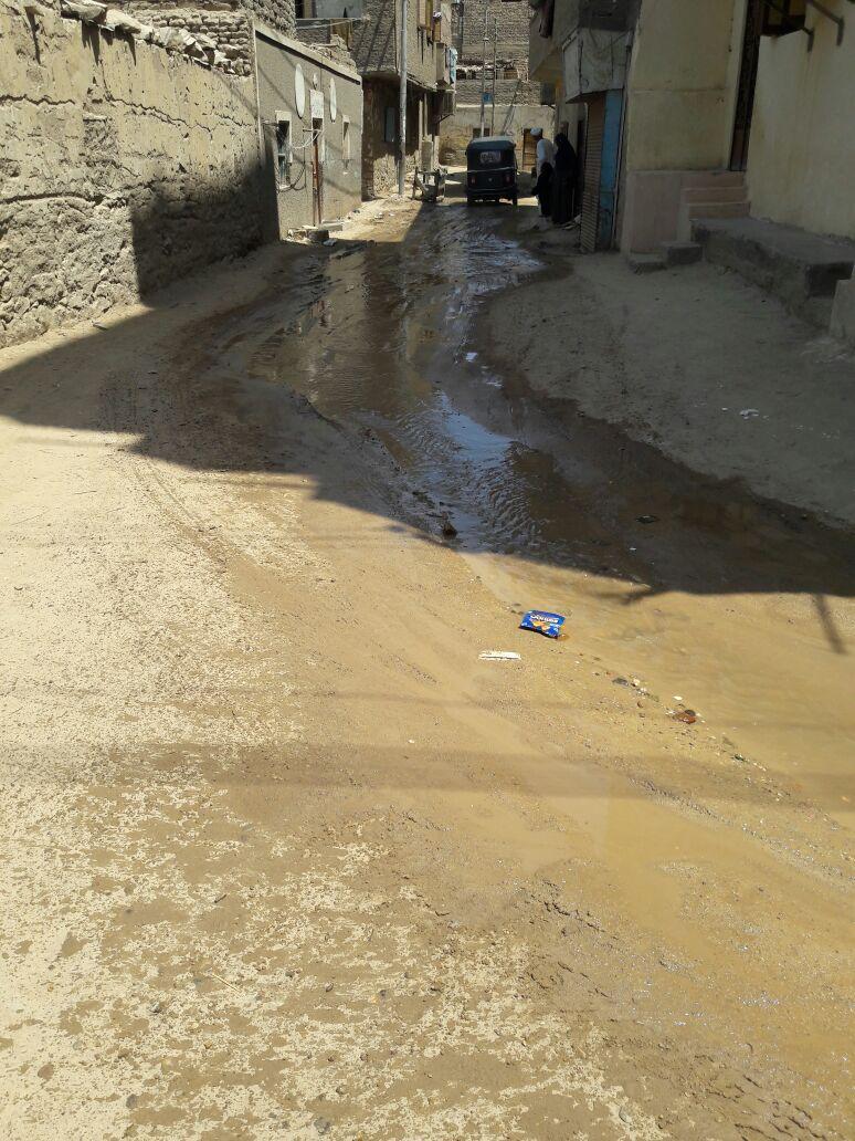 أهالي «السماد» بأسوان يطالبون بحل أزمة طفح الصرف الصحي