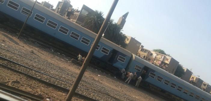 راكب: تعطل حركة قطارات الصعيد من رمسيس بعد خروج عربة عن القضبان (صورة)