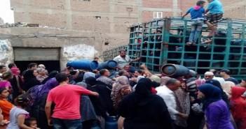 بالصور.. تصاعد أزمة البوتاجاز بالقليوبية.. وزحام يومي للمواطنين للفوز بأنبوبة