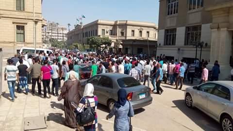 طلاب «معادلة هندسة»: أمن جامعة القاهرة اعتدى علينا لرفضنا تغير جدول الامتحانات