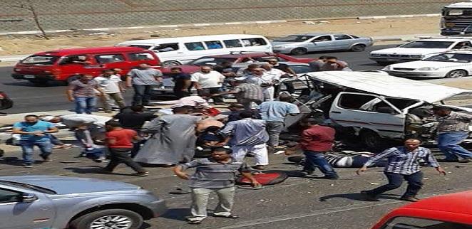 صور.. لحظة نجدة ضحايا حادث تصادم طريق مصر ـ الإسماعيلية: مصرع 6 وإصابة 8