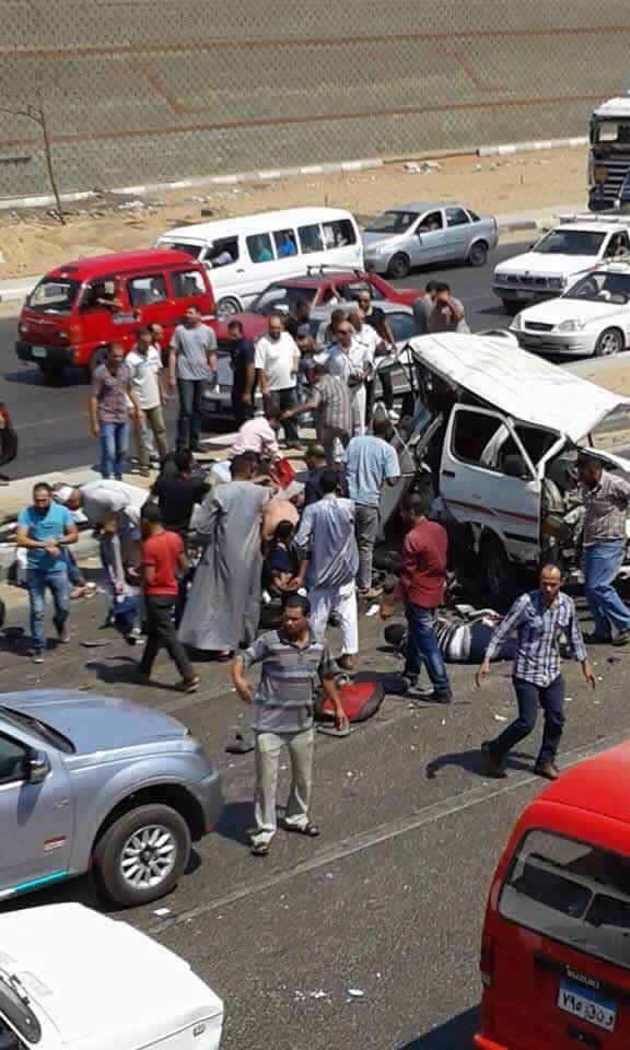 صور.. لحظة نجدة ضحايا حادث تصادم طريق مصر ـ الإسماعيلية: وفاة 6 وإصابة 8