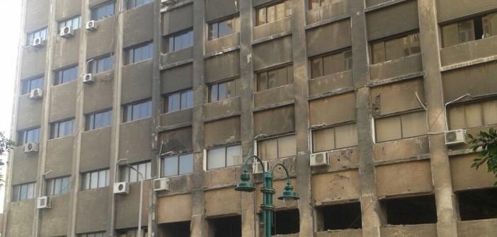 📸مواطن ينتقد تجاهل ترميم مبنى حي وسط الإسكندرية: ما بالنا بجبال القمامة