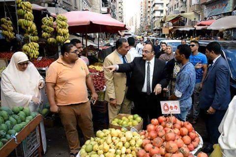 بالصور.. جولة محافظ الإسكندرية في الأسواق.. ومتابعة رفع القمامة بحي المنتزه