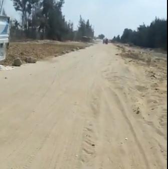 سكان قري الخريجين بوادي النطرون يشكون من سوء شبكة الطرق (فيديو)