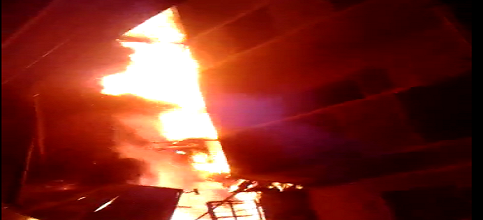 ▶️بالفيديو.. حريق هائل بالمطرية.. وانتقادات لتأخر سيارات الإطفاء