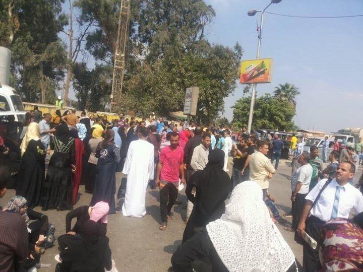 📸تاني مرة.. محتجون يعادون قطع طريق الكورنيش بعد وقف توزيعه بـ«المصرية للأدوية»