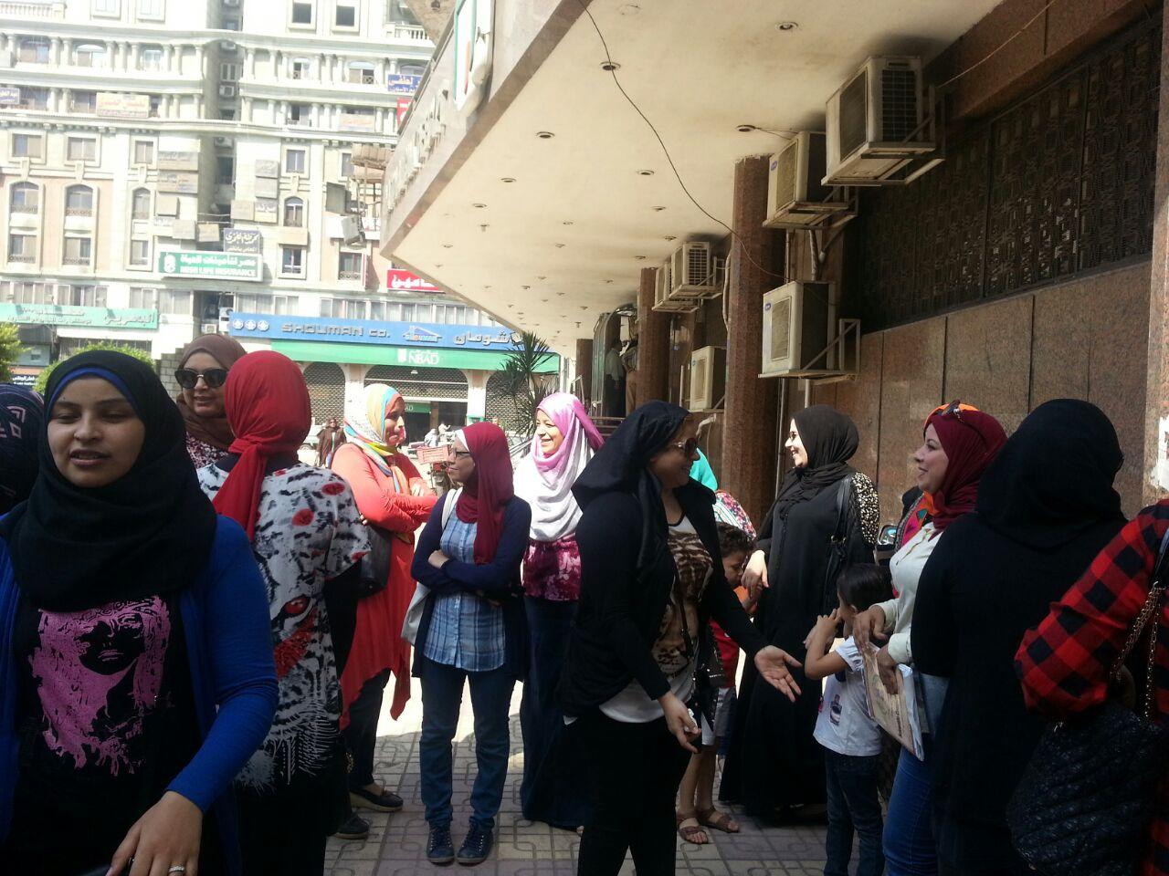 بالصور.. وقفة احتجاجية لأولياء أمور أمام ديوان الدقهلية لرفض تنسيق رياض الأطفال