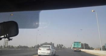مواطن يرصد إضاءة أعمدة الإنارة نهارًا على طريق القاهرة ـ الإسكندرية الزراعي