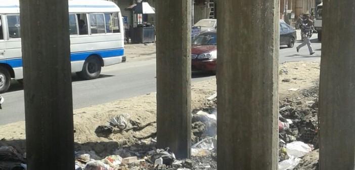 بعد عملية قلب مفتوح.. مواطن يطالب بإزالة القمامة أمام منزله بالزقازيق