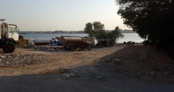 في كوزيكا.. «فناطيس» تهدر مياه النيل المنقولة لمصانع رخام شق الثعبان يوميًا (صور)