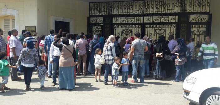 بالصور.. أولياء أمور يتظاهرون أمام «التعليم» بسبب تنسيق المدارس التجريبية