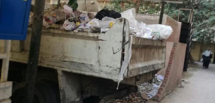 مواطن رصد تكدس المخلفات في مجمع الجيزة (صور)
