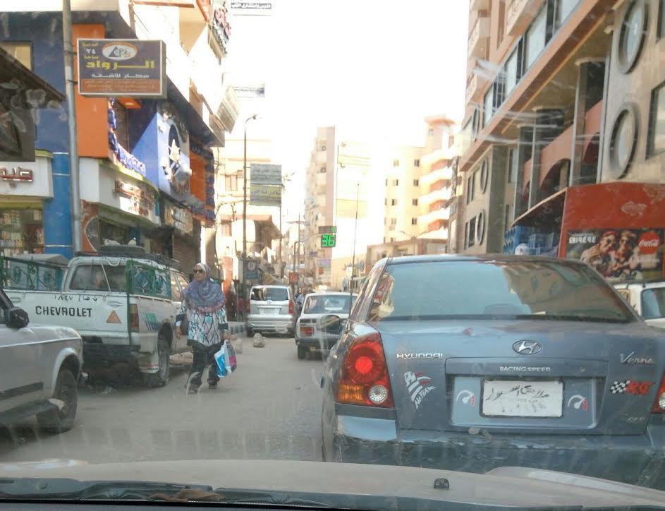 سيارة تسير بلوحات معدنية مطموسة في شوارع أسيوط: «أين المرور» (صورة)
