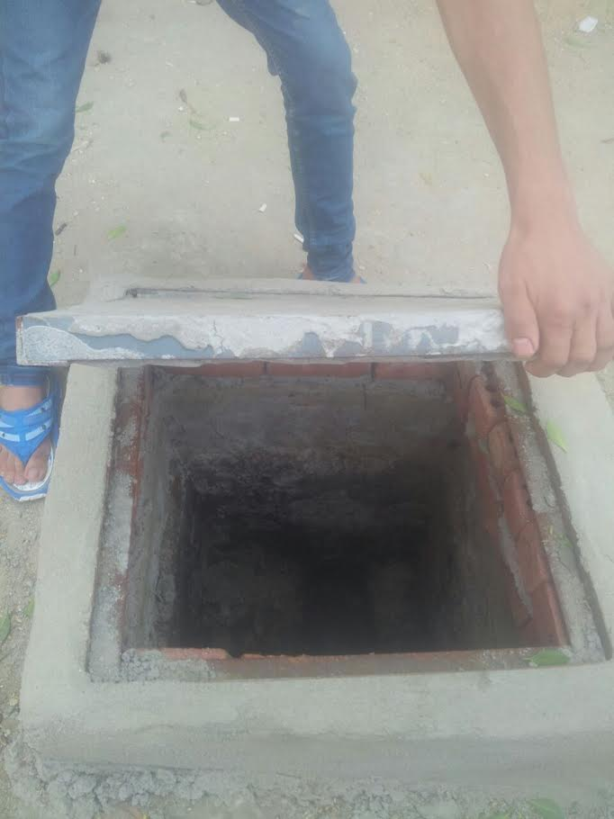 أهالي «حي السلام أول» ينتقدون التنفيذ العشوائي للصرف الصحي(صور)