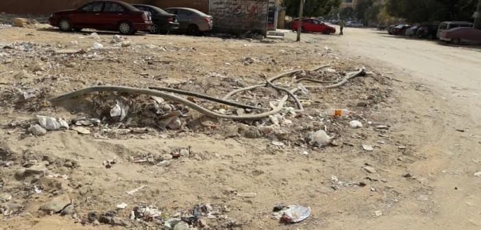 كابلات كهرباء مكشوفة بـ«هضبة الأهرام».. ومواطن: بلغت قالولي مزعلينك في إيه (صور)