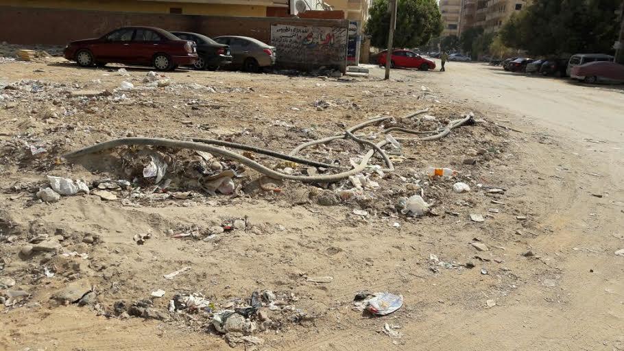 مواطن يشكو تعرية كابلات الكهرباء: قدمت بلاغ قالولي مزعلينك في أيه (صور)