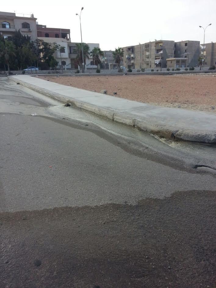 غرق شارع الشيخ الشعراوي في العبور بمياه الصرف الصحي (صور)
