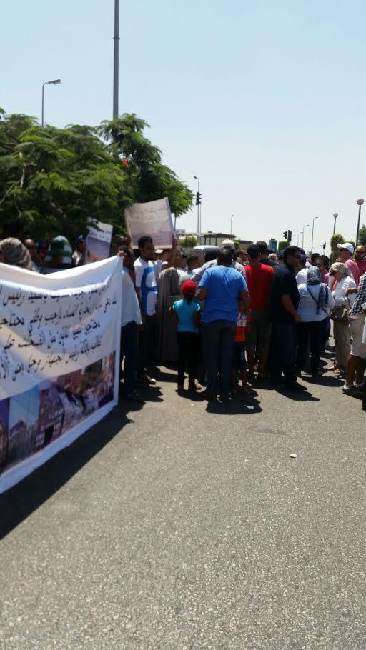 وقفة احتجاجية لسكان القاهرة الجديدة اعتراضاً على تحويل الشقق لمقاهي وورش (صور)