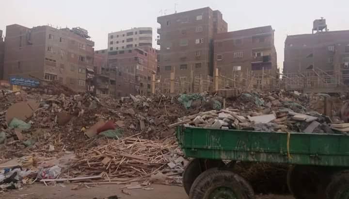 أهالي «كفر الشرفا»: سيارات هيئة النظافة تلقي بالقمامة في الشوارع بدلاً من رفعها (صور)